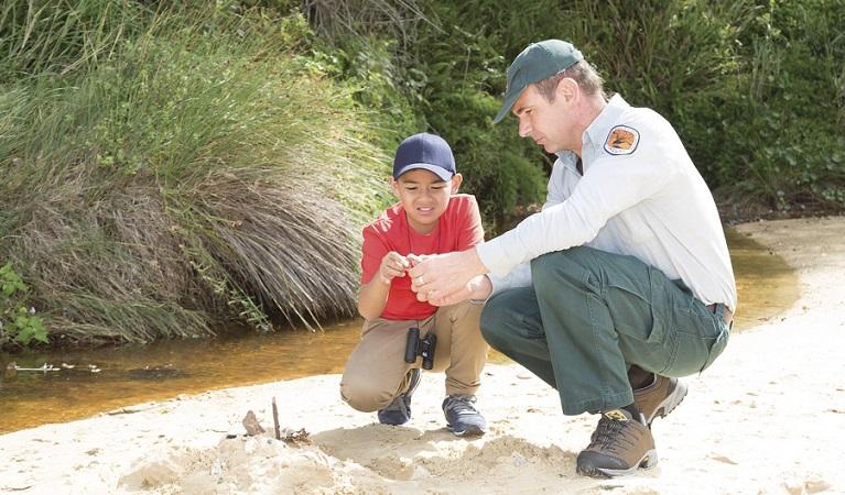 Ranger-Jamie-and-kid-in-sand-RosieNicolai-1.jpg